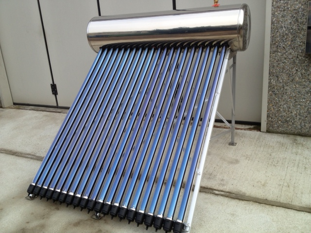 Cellulare Con Pannello Solare : Pannello solare termico