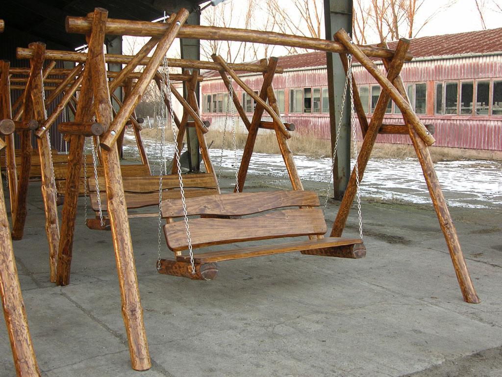 Dondolo altalena da giardino arredo giardino in legno con for Panchina a dondolo
