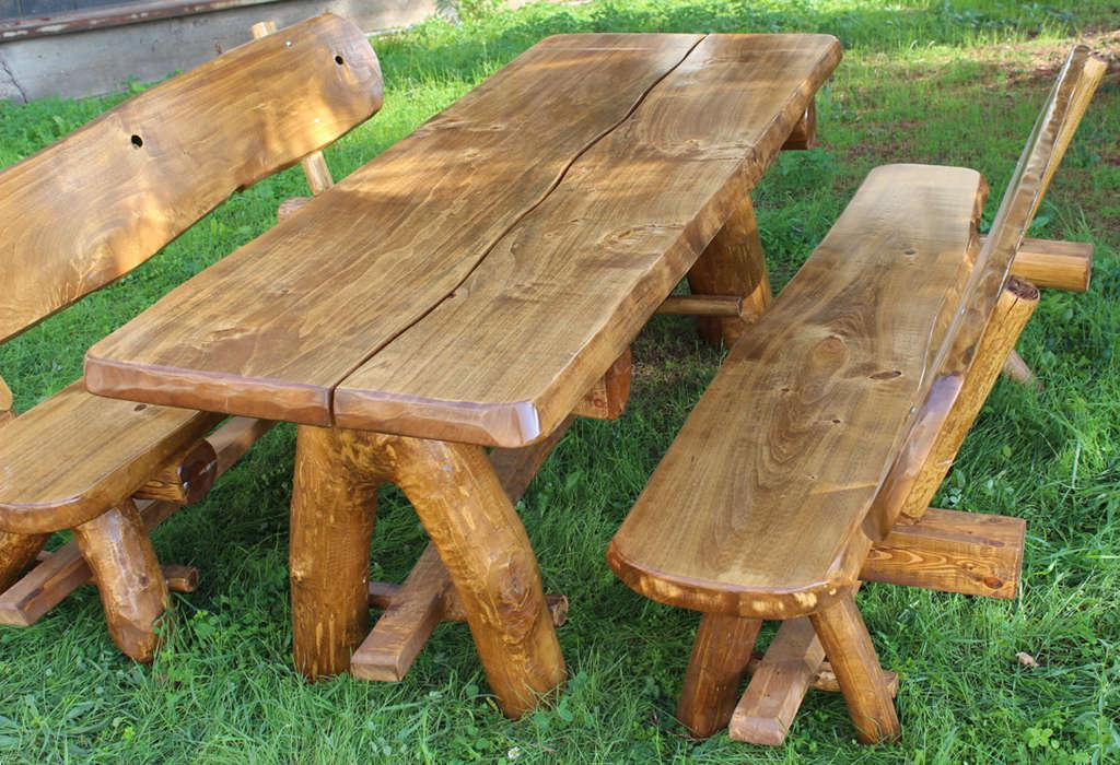 Tavolo da giardino in legno arredo giardino con 2 panche for Tavoli da giardino in legno rustici
